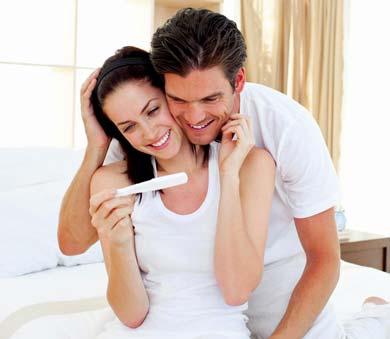 пара счастлива зачатию ребенка